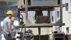 Betonmischmaschine im Großformat fürs Material. (Bild: NÖBEG)