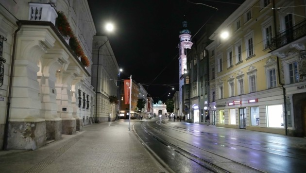 Ausgestorbenes abendliches Innsbruck (Bild: Birbaumer Christof)