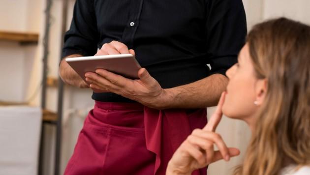 Trotz früherer Sperrstunde und verpflichtender Gästeregistrierung wollen viele Österreicher weiterhin ihren Wirten die Treue halten. (Bild: stock.adobe.com)