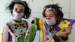 Auch Clowndoctors tragen Maske. Spaß darf trotzdem sein. (Bild: ROTE NASEN)
