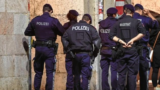 Auch während des zweiten Lockdowns wurde in Österreich die Einhaltung der Corona-Bestimmungen kontrolliert. (Bild: zeitungsfoto.at/Liebl Daniel)
