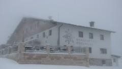 Der Berggasthof Edelweiss am Feuerkogel war verschneit (Bild: zVg)