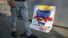 Ein Plakat der SVP (Bild: AFP )