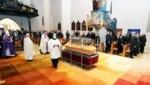 Altbischof Paul Iby schritt im Dom zur Messe für den Verstorbenen. (Bild: Judt Reinhard)