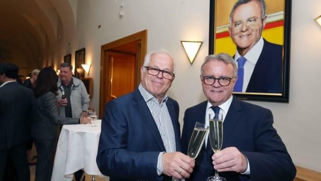 Letzter großer öffentlicher Auftritt von Laubner (li.) war im Frühjahr 2019, als er Niessl ein Bild für die Landhaus-Galerie überbrachte. (Bild: Judt Reinhard)