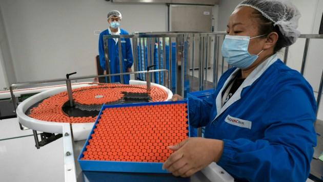 Die brasilianische Gesundheitsbehörde Anvisa hat Studien mit dem Coronavirus-Impfstoff des chinesischen Pharmakonzerns Sinovac ausgesetzt. (Bild: AP)