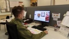 Anstatt in großen Gruppen in einem Lehrsaal, erwarben die Teilnehmer wichtiges theoretisches Wissen vor dem Computer. (Bild: Lanesfeuerwehrkommando Eisenstadt)