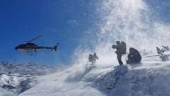Ein Polizei-Hubschrauber war am Steinernen Meer im Einsatz (Bild: Bergrettung Salzburg)