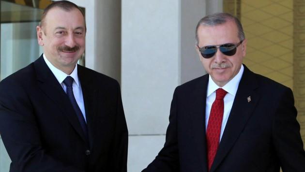 Der türkische Präsident Recep Tayyip Erdogan mit dem aserbaidschanischen Präsidenten Ilcham Alijew (Bild: APA/AFP/ADEM ALTAN)
