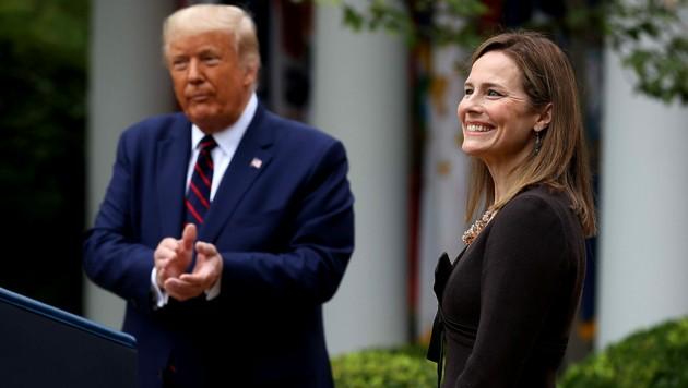 Trump rüstet sich für die Wahl am 3. November - auch mit einer konservativen Verstärkung im Supreme Court. Richterin Amy Coney Barrett wird die Nachfolge der verstorbenen Ruth Bader Ginsburg antreten. (Bild: APA/Getty Images via AFP/GETTY IMAGES/CHIP SOMODEVILLA)