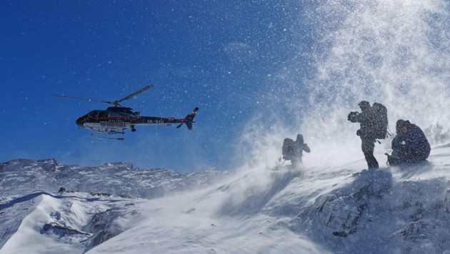 Bergretter und Alpinpolizisten haben am Sonntag im Pinzgau zehn in Bergnot geratene deutsche Wanderer gerettet. (Bild: APA/Bergrettung Saalfelden)