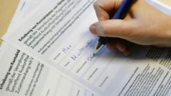 Die Registrierungspflicht soll den Behörden bei einem Infektionsfall die Kontaktrückverfolgung erleichtern. (Bild: APA/ROBERT JÄGER)