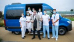 """Mit dem """"Cluster Buster Bus"""" der Stadt Wien sollen 48 Corona-Testproben pro Stunde ausgewertet werden können. (Bild: APA/GEORG HOCHMUTH)"""