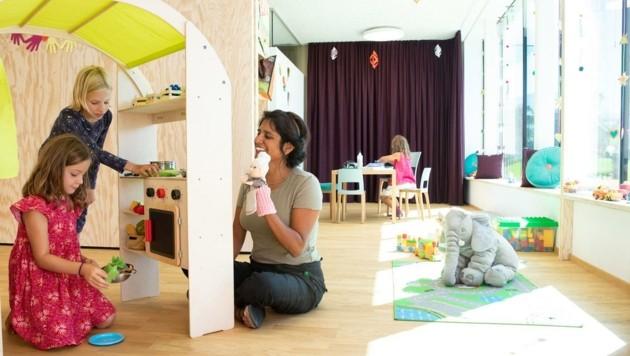 So wie Cura Cosmetics mit Sitz in Innsbruck setzen immer mehr Firmen auf eine eigene Kinderbetreuung im Betrieb. (Bild: Cura Cosmetics Croup)