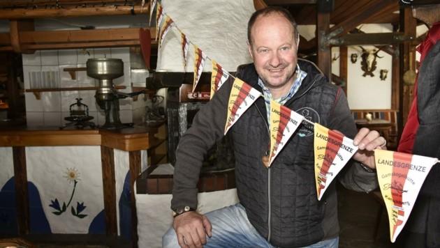 Gamskogelhüttenwirt Peter Aschbacher kann seine Gäste in zwei Bundesländern bedienen. (Bild: Holitzky Roland)