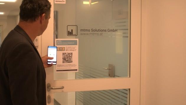 Registrierung per Handy: Eigenstuhler zeigt, wie es geht (Bild: zVg)