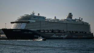 Das Kreuzfahrtschiff Mein Schiff 6 im Hafen von Piräus (Bild: AFP)