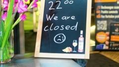 Im Westen verursacht die Sperrstunde Kopfweh - Hotelgäste dürfen länger trinken. (Bild: Mathis Fotografie)