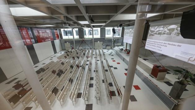 """Der große """"Stefan Zweig Hörsaal"""" fasst 500 Besucher. In Corona-Zeiten haben nur 150 Platz. (Bild: Tschepp Markus)"""