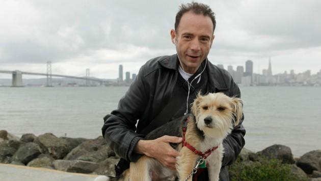 """Timothy Ray Brown mit seinem Hund """"Jack"""" auf einem Archivbild aus dem Jahr 2011 (Bild: Associated Press)"""
