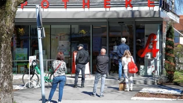 Salzburger Pharmazeuten nehmen ab heute Nasenrachen-Abstriche (Bild: Andreas Tröster)