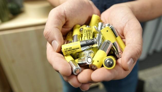 Ein Zeichen für die Umwelt: Ikea nimmt herkömmliche Alkali-Batterien aus dem Sortiment. (Bild: Ikea)