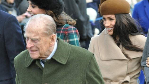 Prinz Philip mit Herzogin Meghan beim Weihnachtsgottesdienst in Sandringham (Bild: www.PPS.at)