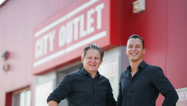 Eingespieltes Team: Dominic und Klaus Zimmer führen mit Peter Koch den Mode- und Sportartikel-Händler. (Bild: Markus Wenzel)