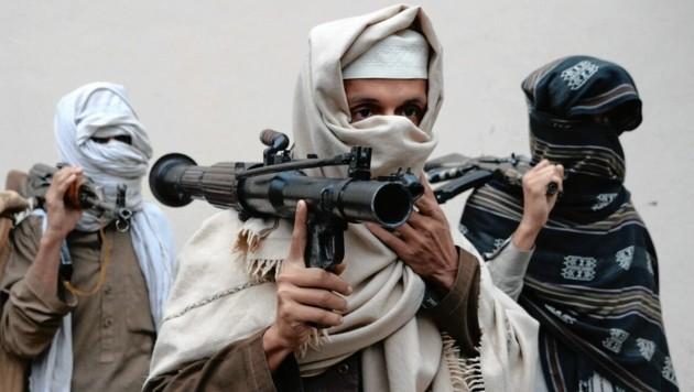 Der Verdächtige verbreitete seine Propaganda im Zeichen der Taliban (Symbolfoto) im Netz. Am Dienstag klickten in Wels die Handschellen. (Bild: AFP)