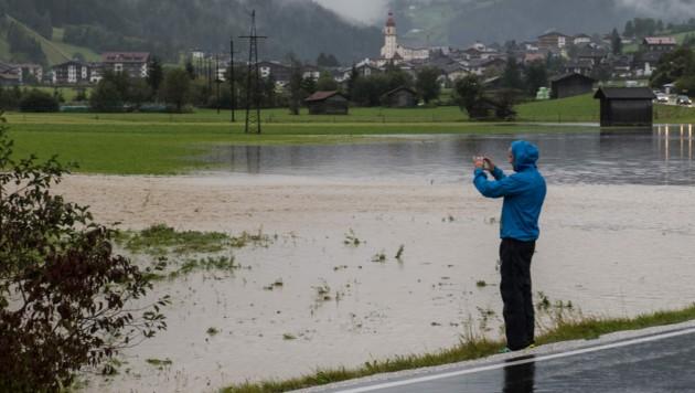Im Stubaital wurden mehrere Felder geflutet. (Bild: LIEBL Daniel/zeitungsfoto.at)
