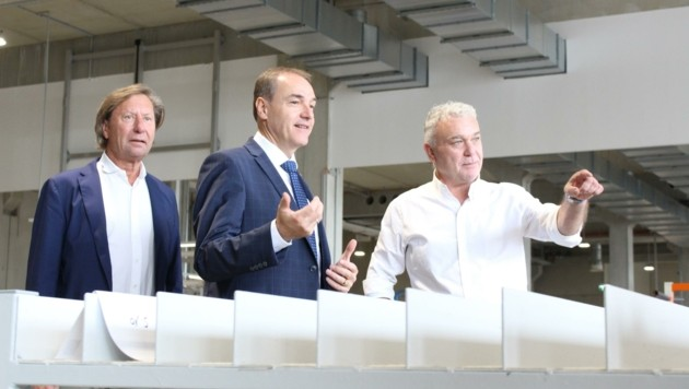 Bürgermeister Kurt Maczek, Schneemann, Stemeseder (v. li.) (Bild: LMS)