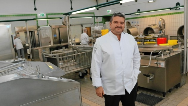 Walter Mayer, Herrscher über die Küche im LKH II (Bild: Christian Jauschowetz)