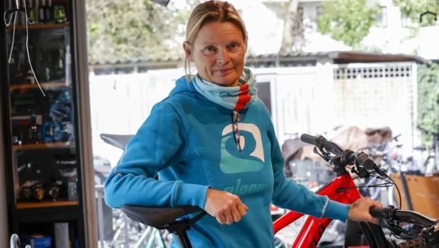 """""""Es ist ein Schock"""", sagt Sibylle Wagner von Radsport Wagner in Salzburg-Mülln (Bild: Tschepp Markus)"""