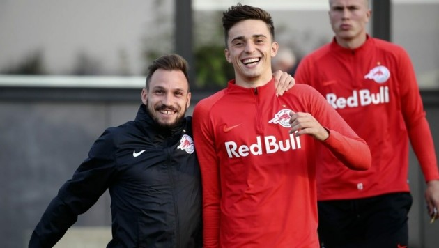 Albert Vallci (re.) hat gut lachen, soeben seinen Vertrag in Salzburg verlängert. (Bild: Andreas Tröster)