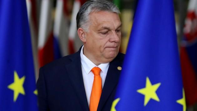 Vor gut einem halben Jahr erklärte das höchste EU-Gericht das ungarische NGO-Gesetz für rechtswidrig. Doch Premeir Viktor Orban ist bislang nicht aktiv geworden. Nun verliert die EU-Kommission die Geduld. (Bild: APA/AFP/Aris Oikonomou)