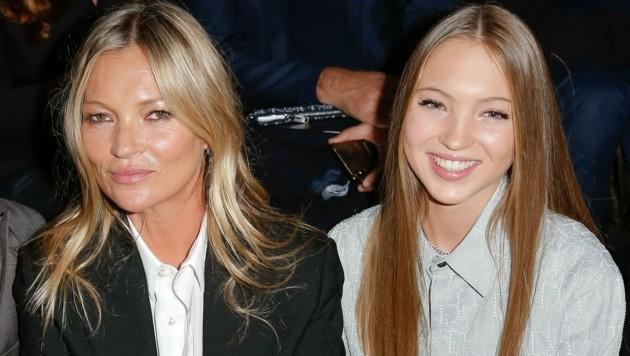 Lila Grace Moss Hack sitzt jetzt nicht mehr nur mit ihrer Mama Kate Moss in der Front-Row bei Fashion Shows. Das junge Model hat die Seiten gewechselt und ist nun am Laufsteg zu bewundern. (Bild: J.M. HAEDRICH / Action Press/Sipa / picturedesk.com)