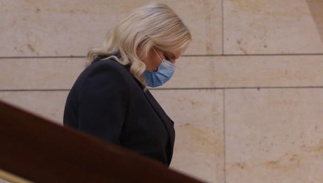 Auch Sara Netanyahu, die Frau des israelischen Ministerpräsidenten Benjamin Netanyahu, gibt während der Corona-Pandemie ein schlechtes Vorbild ab: Sie verstieß gegen die in dem Land geltenden Corona-Vorschriften - weil sie einen Friseur in die Residenz des Premiers kommen ließ. (Bild: AFP)