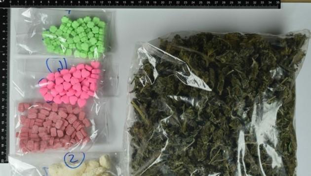 Die Polizei stellte bei Hausdurchsuchungen bei des Drogenhandels verdächtigen Lavanttalern Suchtmittel sicher (Bild: Landespolizeidirektion Kärnten)