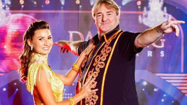 Mit Tanzpartnerin Vesela Dimova wirbelt Andreas Ogris wöchentlich durch den ORF-Ballroom. (Bild: ORF)