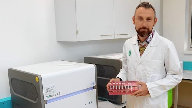 Klaus Vander leitet das Institut für Krankenhaushygiene und Mikrobiologie der KAGes in Graz. (Bild: Christian Jauschowetz)