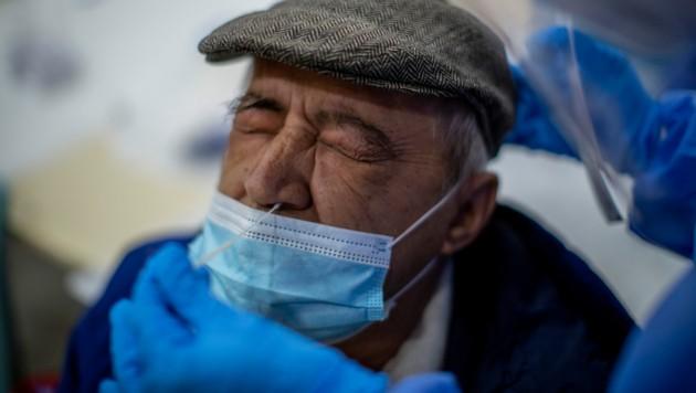 In ganz Europa steigen die Infektionszahlen mit teilweise rasanter Geschwindigkeit an. (Bild: AP)