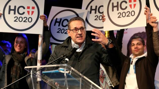 Heinz-Christian Strache laufen die Unterstützer davon. (Bild: AP)