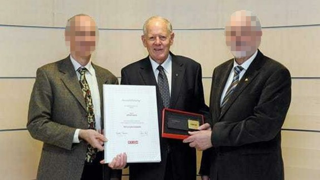 Ex-Unternehmer Alfred S. (91, Mitte) wurde tot aufgefunden. (Bild: WKOÖ, krone.at)
