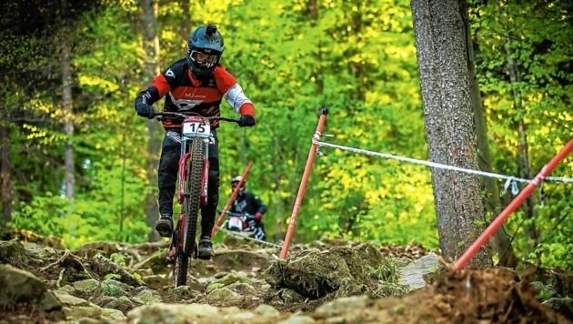 Wenn es mit dem Downhill-Bike quer durch den Wald geht, ist David Trummer Österreichs Bester. Am Sonntag kämpft er um die WM-Medaillen. (Bild: Rick Schubert)