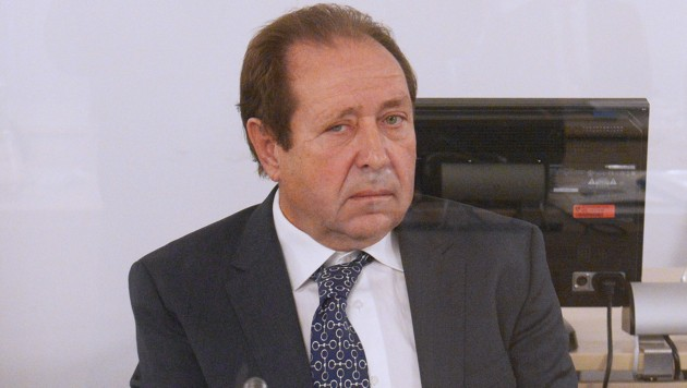 Der als Zeuge geladene Walter Grubmüller, Betreiber der Privatklinik Währing im Rahmen des Ibiza-U-Ausschusses (Bild: APA/Herbert Pfarrhofer)