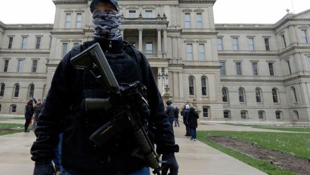 Bereits im April hatten sich bewaffnete Demonstranten vor dem Kapitol in Michigan versammelt. (Bild: AFP )