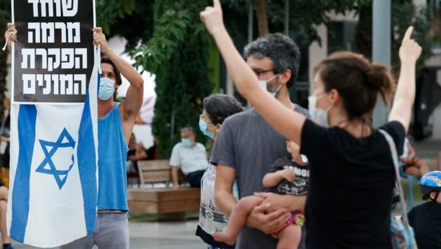 In Tel Aviv gab es am Donnerstag Demonstrationen gegen die Corona-Maßnahmen von Premier Benjamin Netanjahu. (Bild: AFP)