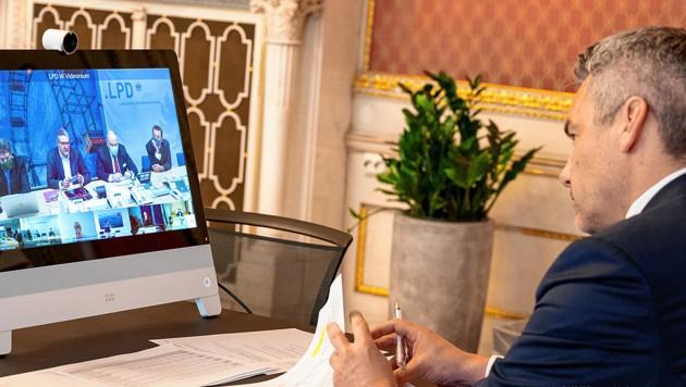 Innenminister Karl Nehammer (ÖVP) nahm am virtuellen Treffen des Krisenstabes teil. (Bild: BMI/Jürgen Makowecz)