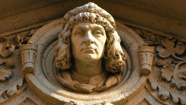 Lange galt sie als verschollen: Eine Büste des steirischen Dichters und Politikers befindet sich auf der Fassade des Grazer Rathauses im 2. Stock. (Bild: Jörg Schwaiger)