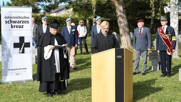 Vertreter der katholischen sowie der evangelischen Militärseelsorge hielten Ansprachen. (Bild: P. Huber)